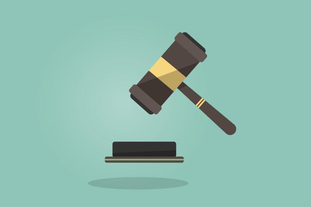 image de marteau de juge - taux d'assurance emprunteur